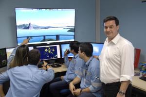 O CLC Marcelo Covelli, instrutor do curso de VTS, junto aos alunos, no CSA.