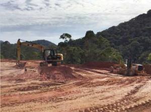 O trabalho de terraplenagem na área de 845 mil m² está avançado.