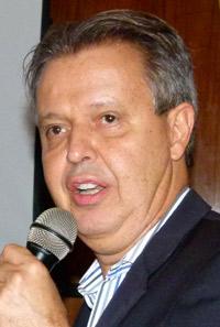 """Economista, professor da UFRJ e coorganizador do livro """"Uma agenda para o Rio de Janeiro"""" (Editora FGV)"""