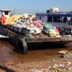 Balsas a serviço da Transpetro são apreendidas por descarte irregular de lixo